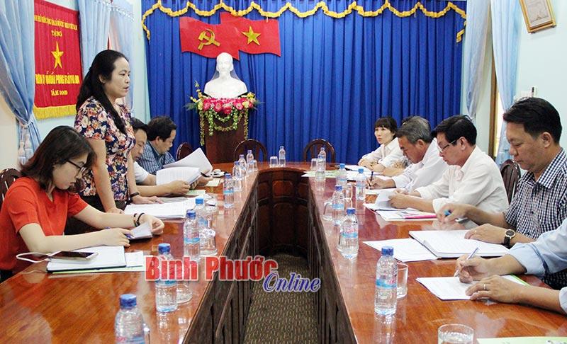Bà Võ Thị Tuyết Thu, Phó vụ trưởng Vụ Tổng hợp Bộ Nội vụ phát biểu tại buổi làm việc tại Sở Nội vụ