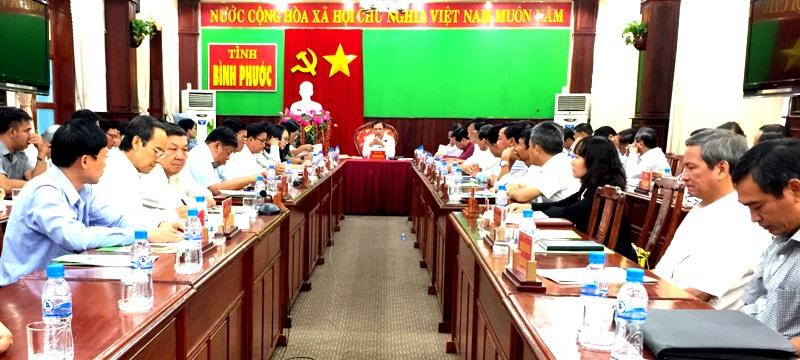 Phó Bí thư Tỉnh ủy, Chủ tịch UBND tỉnh Nguyễn Văn Trăm chủ trì buổi làm việc.